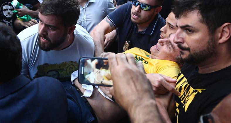A facada de Adélio afastou Bolsonaro das ruas e do povo num momento crucial da campanha (Reprodução)