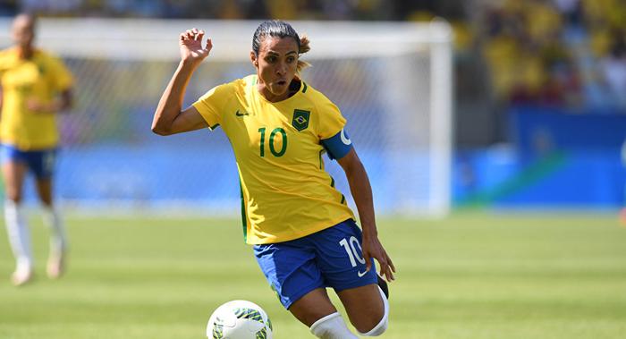 O comércio de transferências do esporte de Marta e Ada Hegerbe não passa de 6% do volume do masculino.