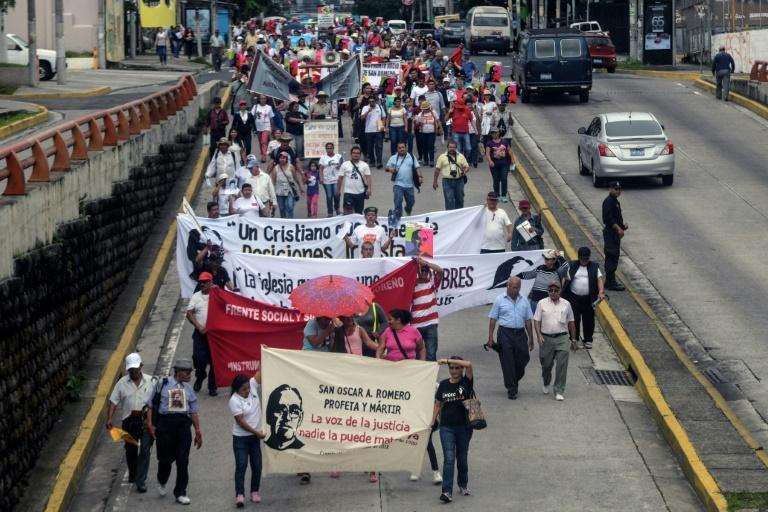 Marcha até o Centro Judicial Isidro Menendez, em San Salvador, em 10 de outubro de 2018, para exigir justiça pela morte do monsenhor Romero