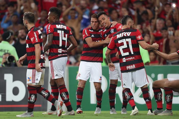 Os flamenguistas foram superiores, principalmente no primeiro tempo e saiu para o intervalo com boa vantagem após os gols de Uribe e Léo Duarte.