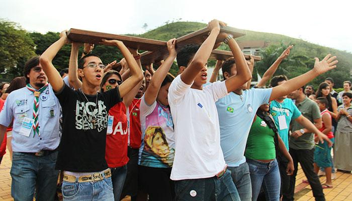 A juventude deseja ajudar as comunidades e povo a reaprender o sentido da festa e a fazer festa.