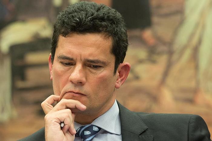 Colombo afirma que o juiz federal Sérgio Moro, responsável pela condução da Lava Jato em Curitiba (PR), deveria ter cumprido um período de quarentena antes de aceitar o convite para comandar o Ministério da Justiça.