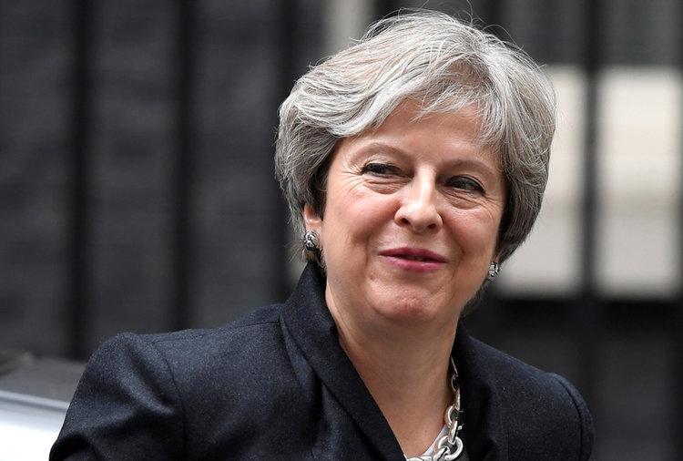 Theresa May disse em alto e bom som que vai em frente porque acredita que um acordo, para a saída de seu país da União Europeia, deve ser acertado para o bem do próprio povo britânico.