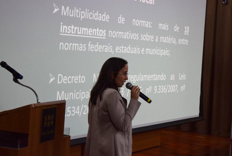Advogada pública da Diretoria Jurídica da SLU de BH, Natália de Abreu Gonçalves