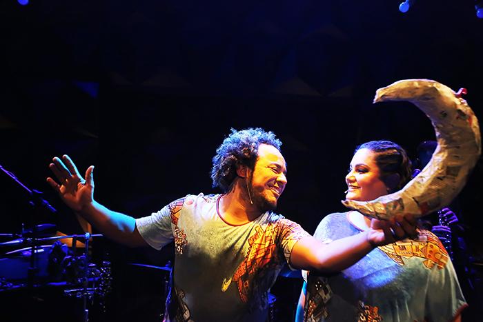 A Cia Pé de Moleque surgiu em 2013, idealizada por Isaac Luis e Juliana Daher.