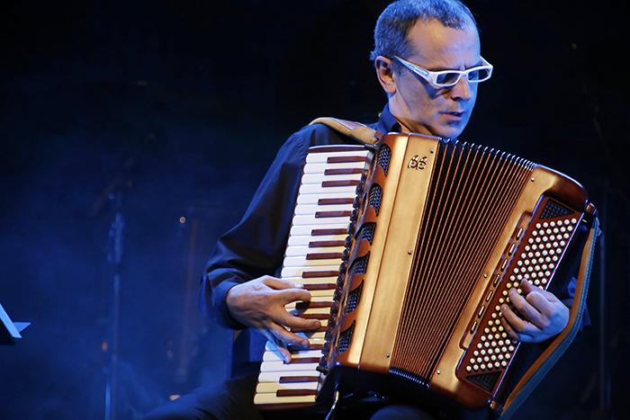 Renzo trabalha atualmente com projetos de jazz italianos.