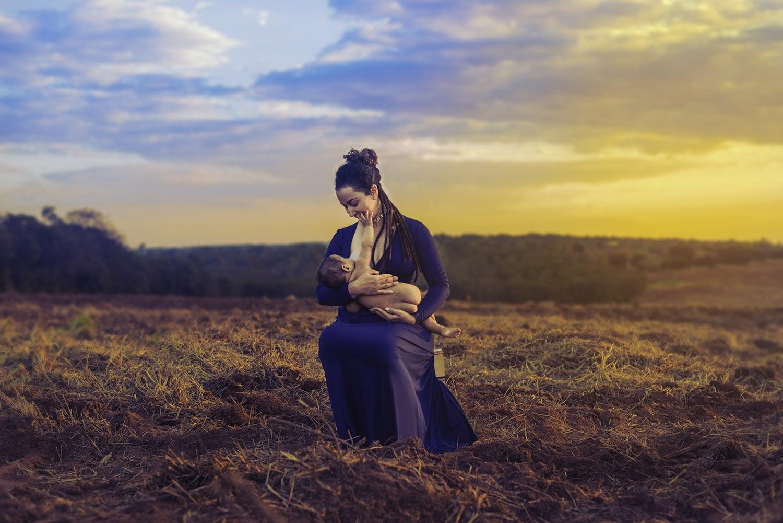 Como verdadeira educação da e para a fé, é preciso insistir nos eixos fundamentais da fé. Trata-se de alimentar, com o leite espiritual, aqueles e aquelas que já deveriam estar preparados para alimentos sólidos.