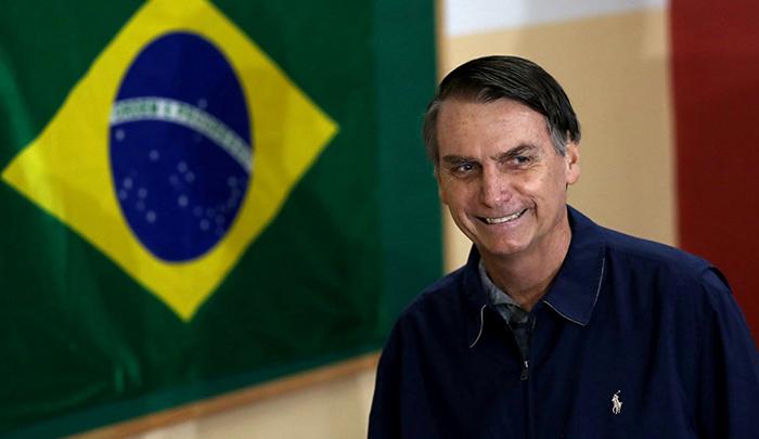 As últimas pesquisas de intenção de voto dão a Bolsonaro 59% da preferência do eleitorado contra 41% para seu adversário, Fernando Haddad (PT).