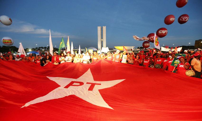 Dizer que o PT 'cometeu erros' é bondade. O partido de Lula foi longe nos acordos e cambalachos com seus parceiros da Nova República.