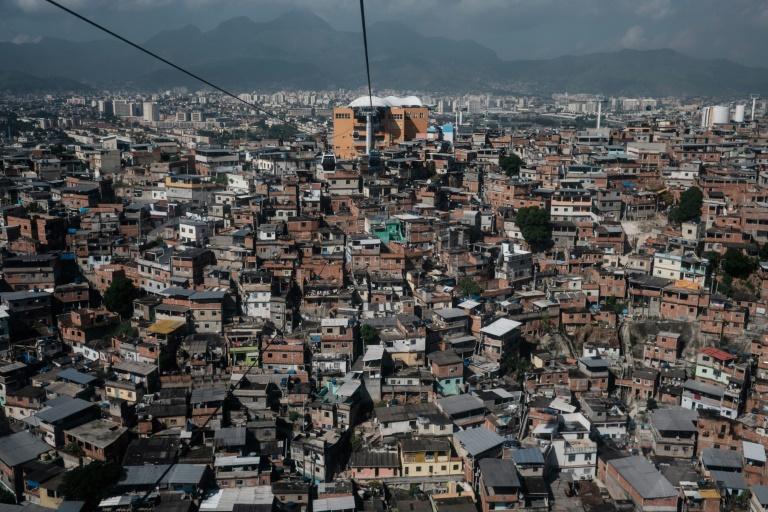 O estudo também destaca o nível elevado de desigualdade no Brasil: em 2017, os 10% mais ricos ganharam 17,6 vezes mais que os 40% mais pobres.