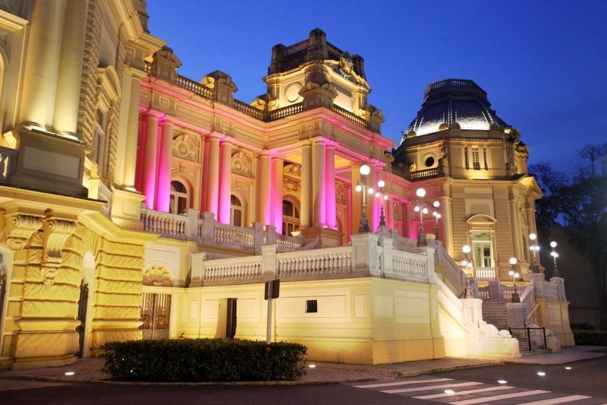 Desde 1895, a família Orleans e Bragança alega na Justiça que o governo brasileiro não a indenizou pela tomada do palácio