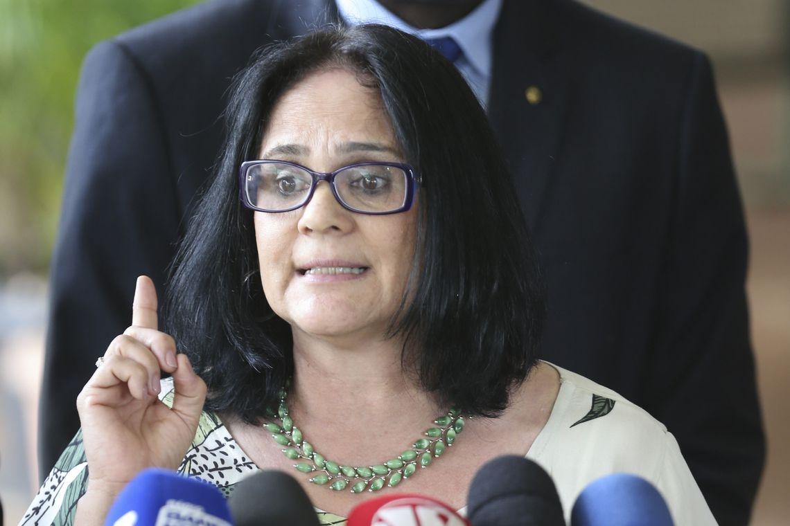 MPF exige que a ONG de Damares Alves seja proibida de veicular o vídeo documentário
