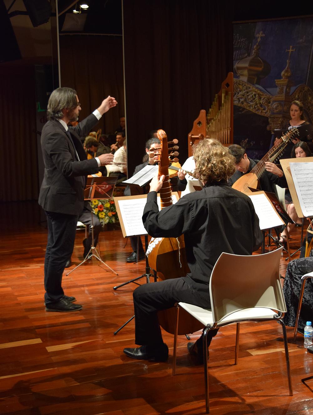 Orquestra Canção das Iluminuras emociona público com repertório renascentista.