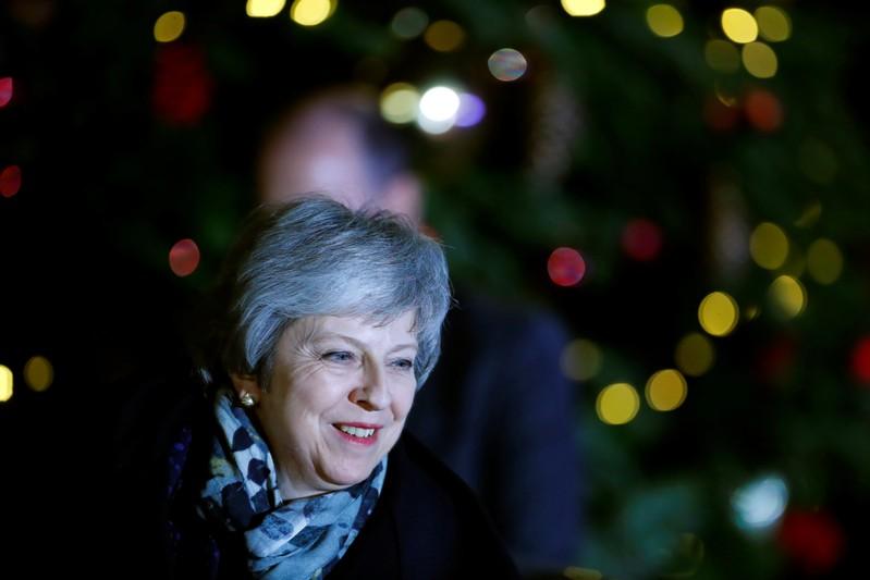 May precisava de 159 votos para conquistar o voto de confiança e permanecer como líder dos conservadores.