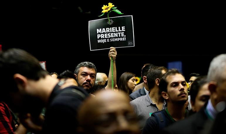 A suspeita vem sendo reforçada a cada passo da investigação da morte da vereadora do PSOL e seu motorista.