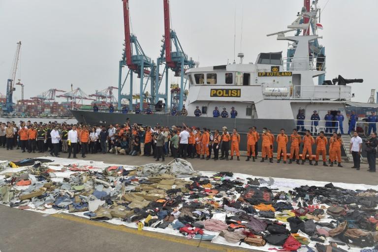Restos recuperados do acidente do Boeing da Lion Air em Jacarta (Indonésia). Cerca de 30 familiares das vítimas processaram a Boeing.