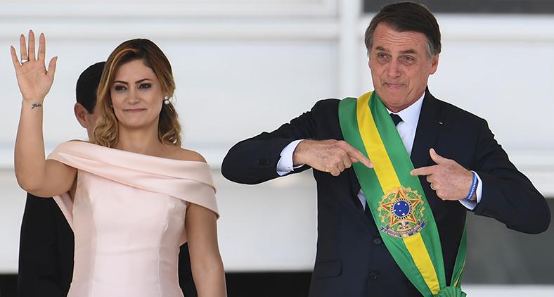 Vida que segue sem rancores. Por nós, pela paz, pela pátria. Feliz Ano Novo. (Agência Brasil)