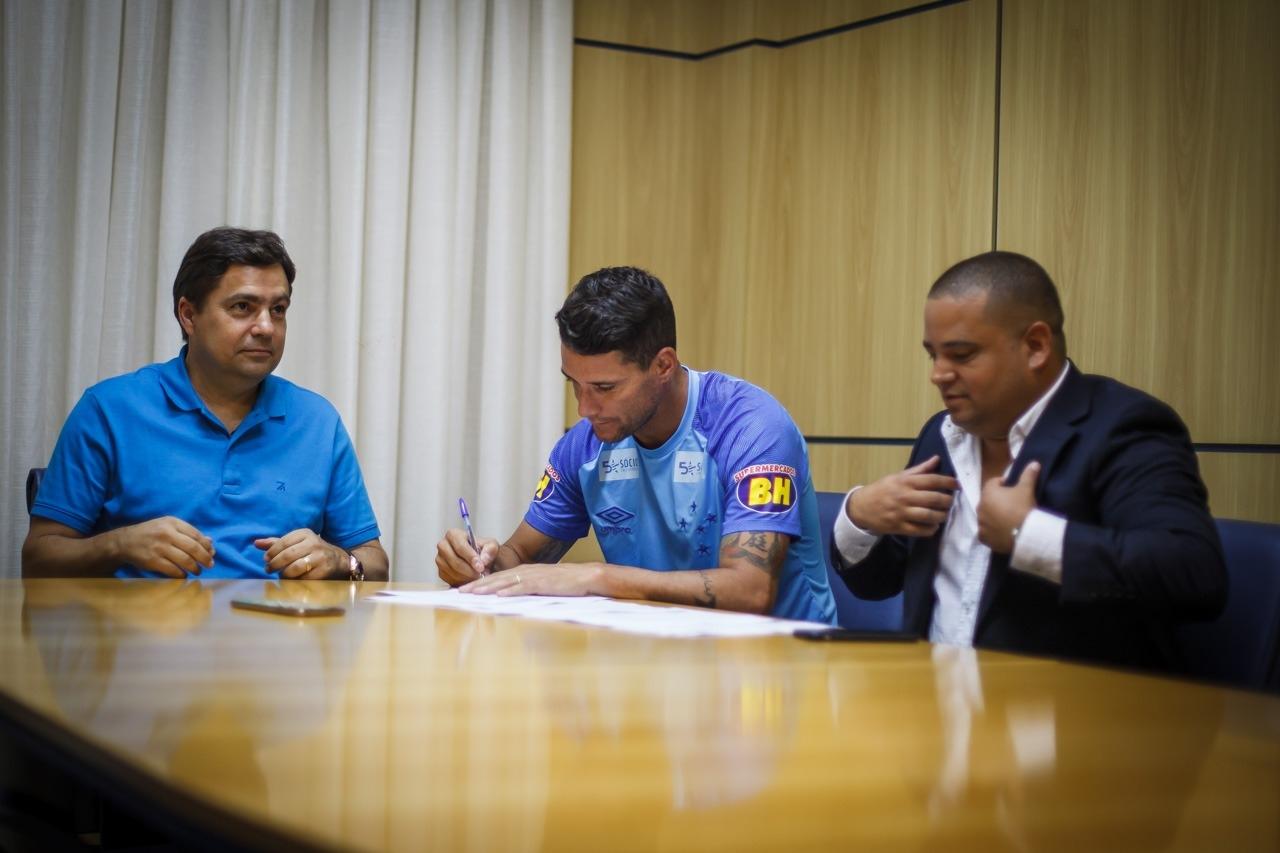 Caso dispute 42 partidas nesta temporada, o vínculo de Thiago Neves será automaticamente renovado