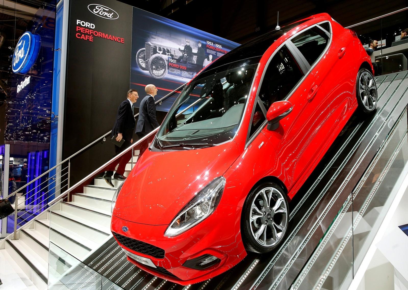 A Ford afirmou que vai sair do segmento de multivans, parar de fabricar transmissões automáticas em Bordeaux em agosto, rever suas operações na Rússia e combinar a sede da Ford no Reino Unido com a sede da Ford Credit.