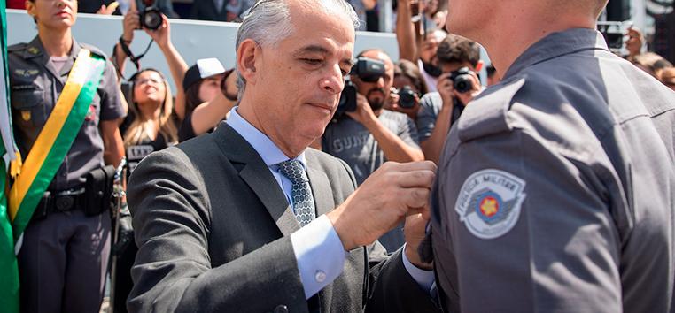 O promotor solicitou ao Comando da Polícia Militar que envie em até 20 dias a relação completa de voos feitos pelo helicóptero oficial.