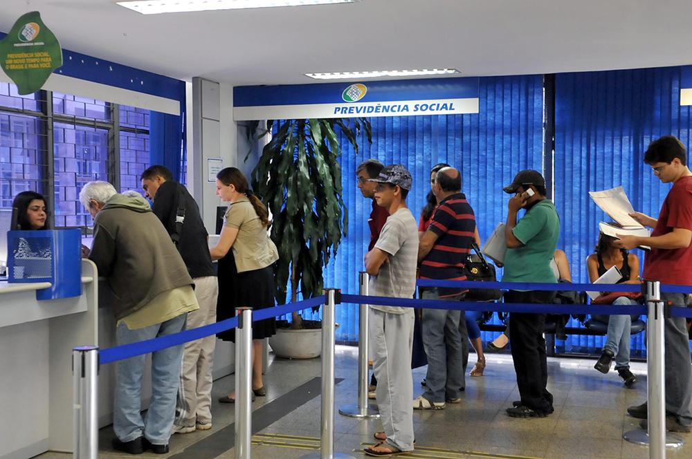 De acordo com o Ministério Público, o grupo aliciava pessoas interessadas em antecipar a aposentadoria, oferecendo assessoria previdenciária.
