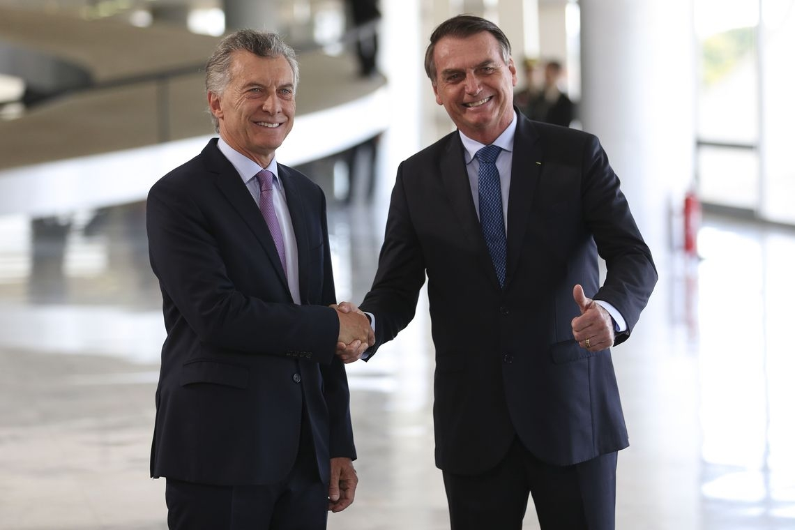 Macri é recebido no Planalto por Bolsonaro durante visita oficial.