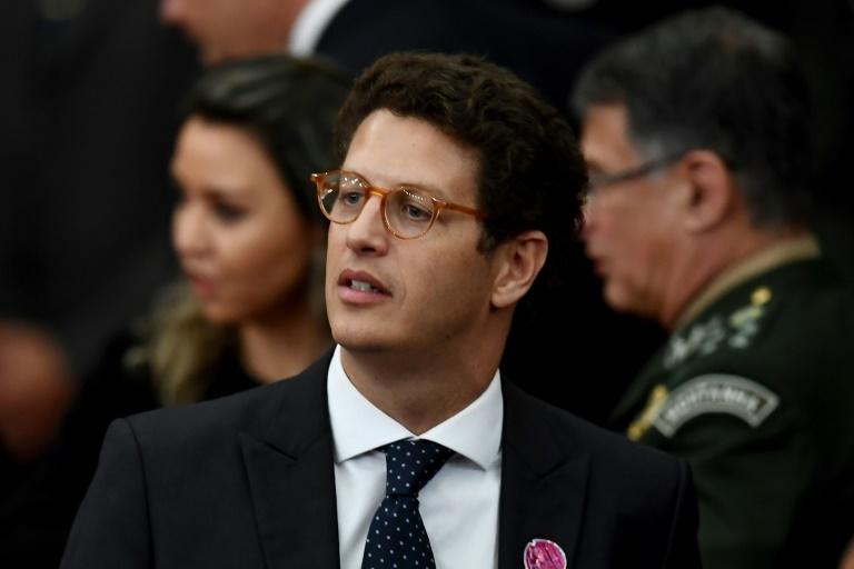 O ministro de Meio Ambiente, Ricardo Salles, negou se tratar de uma medida ilegal e disse que vai pedir relatório de atividade e prestações de contas das ONGs relacionadas a sua pasta.