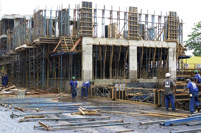 A pesquisa da Abramat também mostrou que a quantidade de pessoas empregadas pela indústria de materiais aumentou.