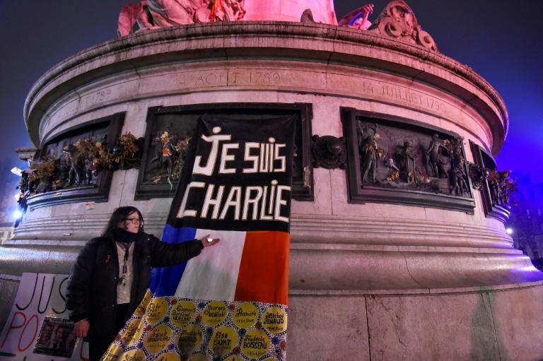 Homenagem aos mortos nos ataques de 2015 em Paris, em 7 de janeiro de 2017.