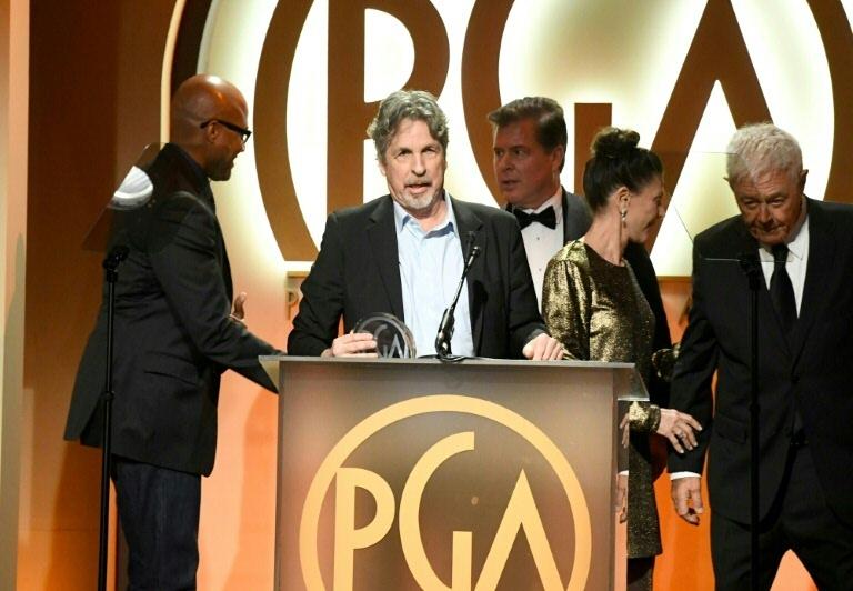 O diretor Peter Farrelly (2° à esq.) recebe o prêmio de melhor filme do PGA, em 19 de janeiro de 2019, em Beverly Hills, Califórnia