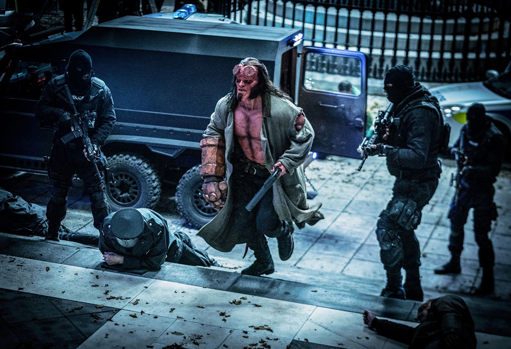 Na história, Hellboy é um demônio determinado a enfrentar todos os tipos de forças do mal que vagam pela Terra.