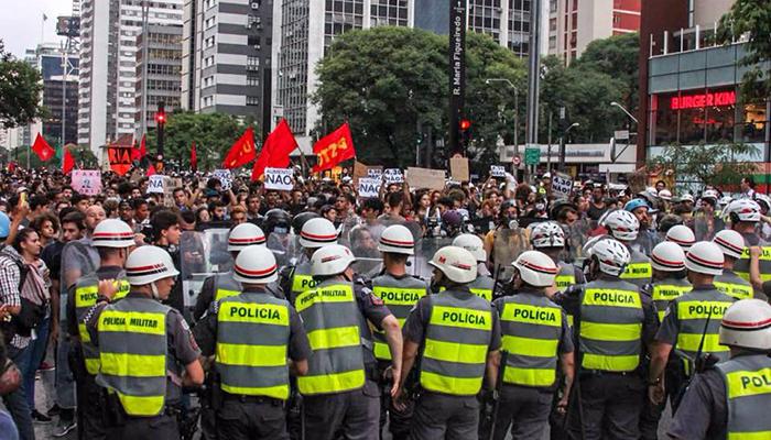Decreto assinado pelo governador João Doria endurece as regras para as manifestações.