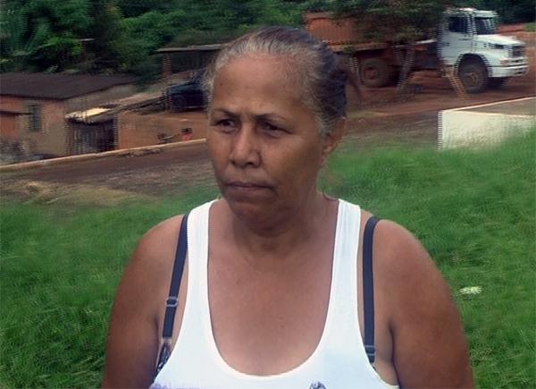 A vendedora Rosilda Rodrigues, que mora no povoado, destacou o sentimento de indignação e medo compartilhado pela comunidade.