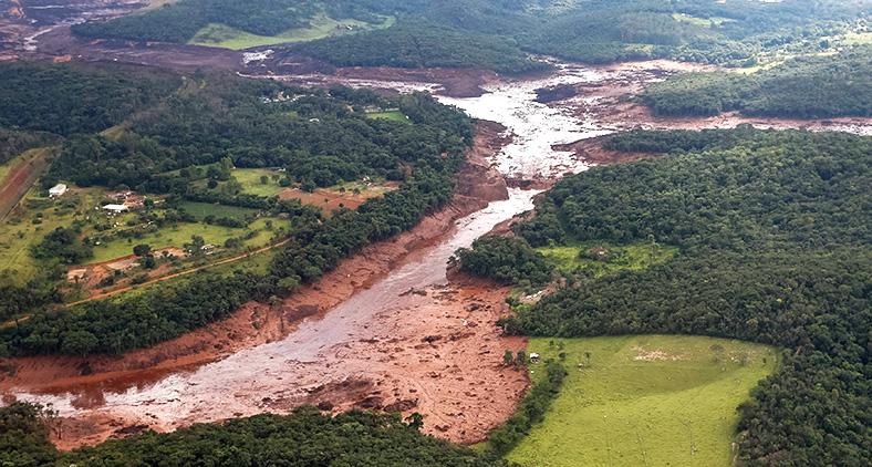 A empresa ser condenada civilmente em valor que corresponda ao dano ambiental que causou.