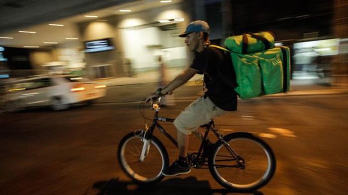 Trabalho dos ciclistas-entregadores é semelhante à escravidão