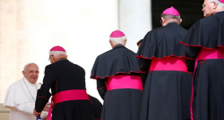 Papa Francisco em encontro com os bispos (Reuters/Yara Nardi)