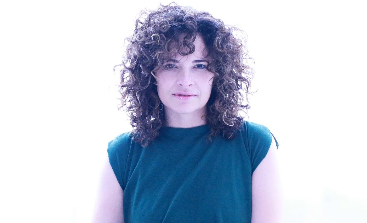 A poeta Inês Campos lança 'Roca' neste sábado, na Quixote, em BH