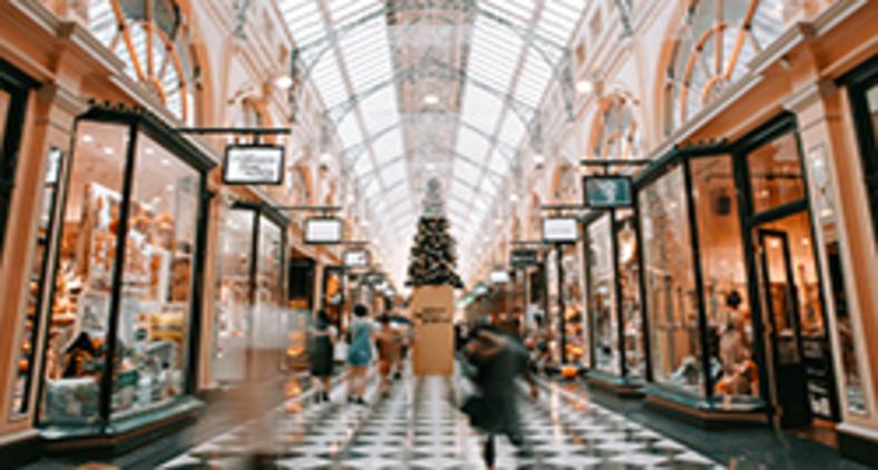 Jesus tornou-se personagem secundário no Natal segundo o mercado (Heidi Fin/ Unsplash)