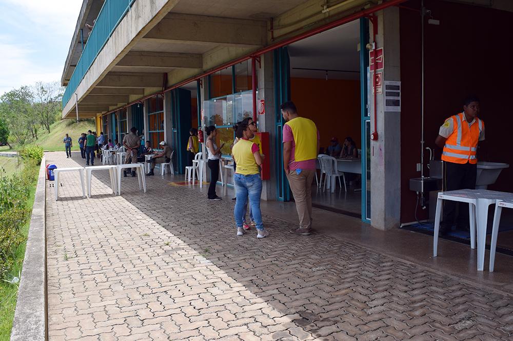 Familiares são atendidos na Estação do Conhecimento, em Brumadinho.
