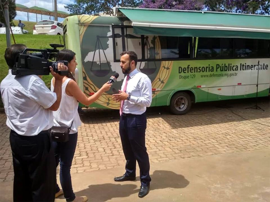 Defensor público Rômulo Carvalho concede entrevista ao Dom Total.