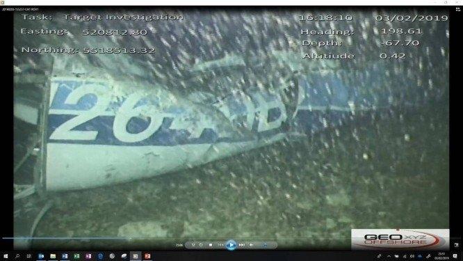 Imagens identificaram corpo entre a fuselagem do monomotor.