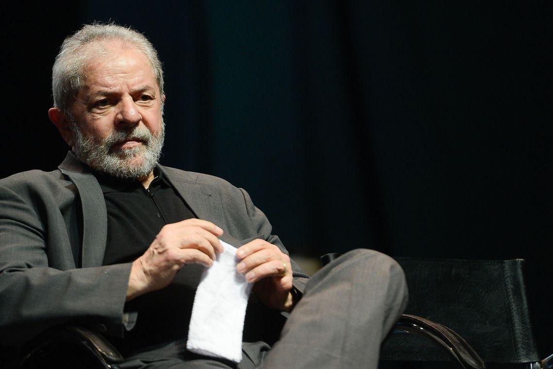 Para a defesa de Lula, o caso não deveria ficar nas mãos da 13ª. Vara, já que a Segunda Turma do STF decidiu em abril do ano passado retirar de Curitiba os termos de colaboração que tinham menção a fatos investigados no processo do sítio.