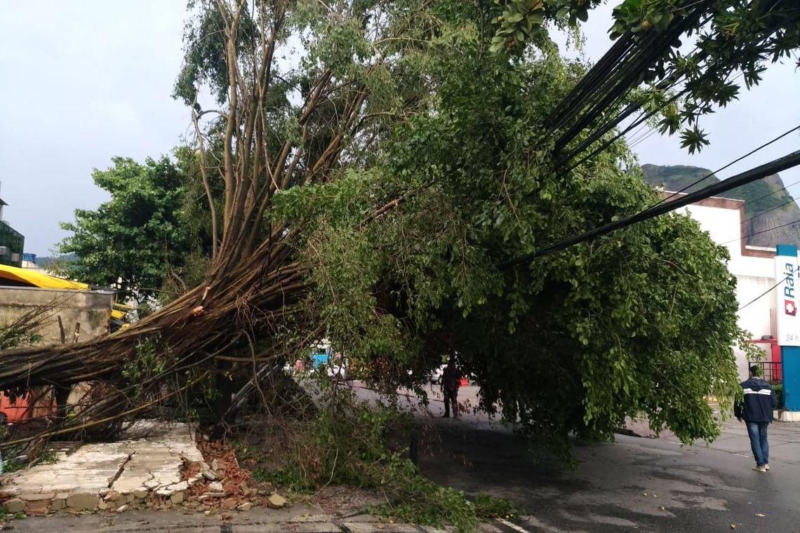 O estágio de crise é o terceiro nível em uma escala de três e significa chuva forte a muito forte nas próximas horas, podendo causar alagamentos e deslizamentos.