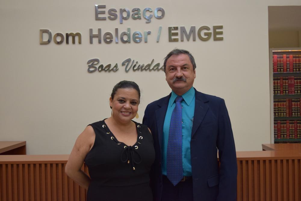 Os organizadores da colação de grau, a secretária acadêmica Djoá Braulina e o integrante do Núcleo de Prática Jurídica, Luís Chaves