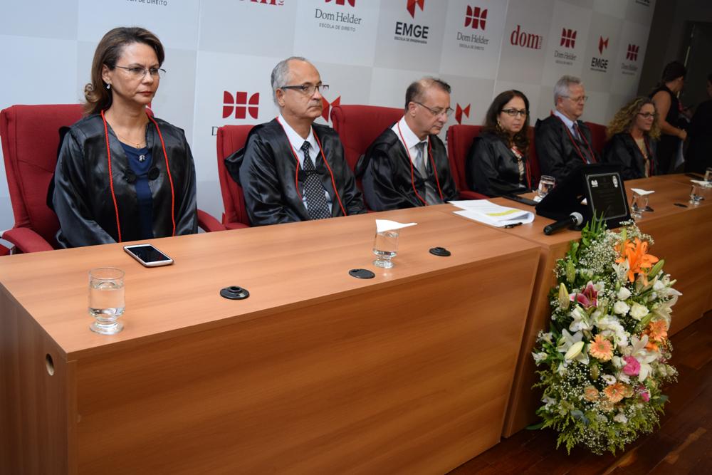 A pró-reitora Anacélia Santos Rocha, o vice-reitor Estevão Freitas, o reitor Paulo Stumpf e os pró-reitores Beatriz Costa, Francisco Haas e Cácia Stumpf