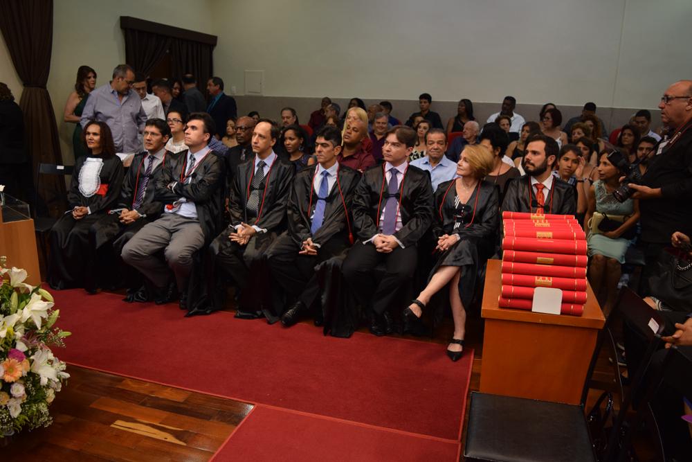 Professores homenageados durante a cerimônia de colação de grau