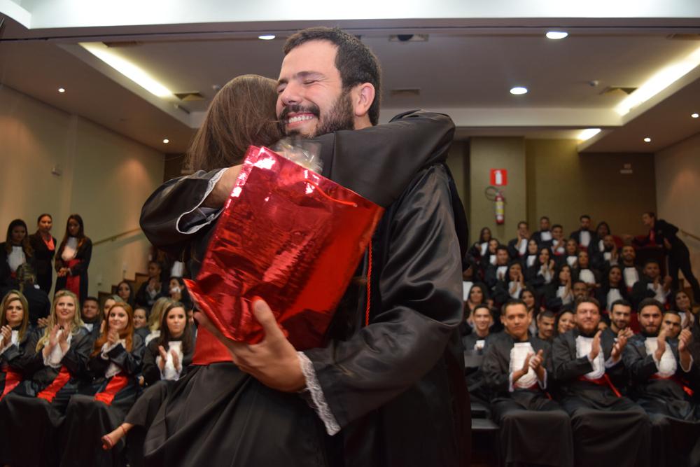 Aluna Karine Campos faz homenagem ao professor Thiago Loures
