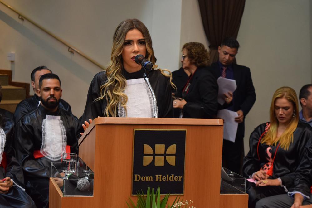 A aluna Larissa Lorrayne Alves de Jesus fez homenagem aos pais ausentes