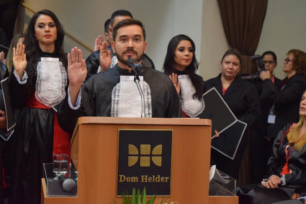O aluno Luis Hernandes Matos Leite proferiu o juramento