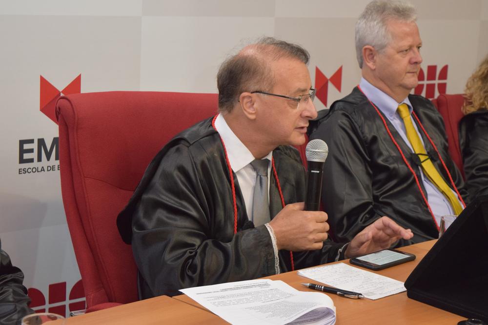 O reitor da Dom Helder, Paulo Stumpf encerra a formatura tendo Dom Helder como inspiração para a finalização